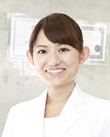 矯正歯科医師 : 川辺 綾子